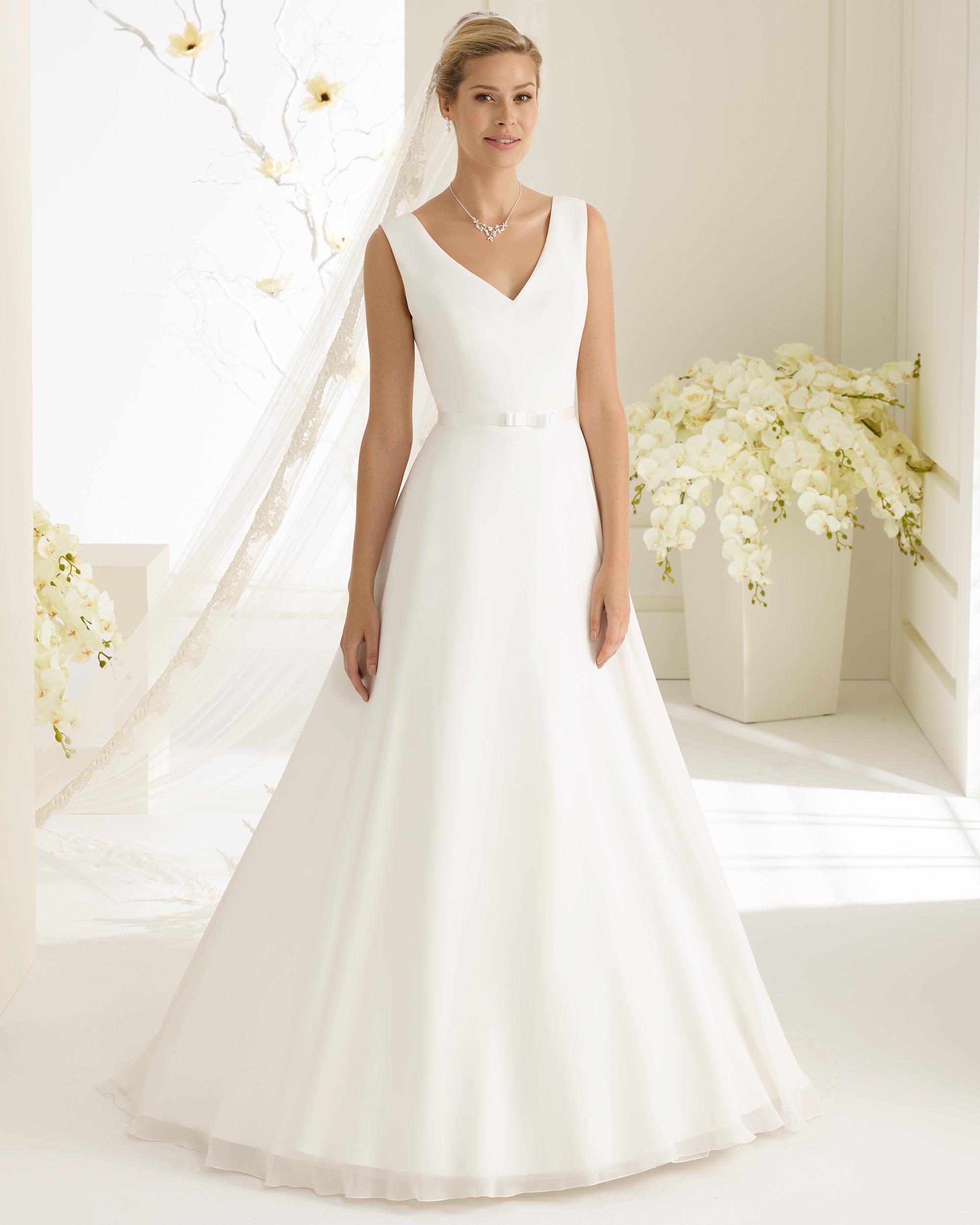 f3aed8d84427 Brudklänning från Bianco Evento, Brudkjole, Brudklänning i Spets,  brudklänning Chiffong, brudklänning i