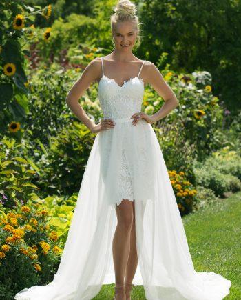 Brudklänning nr 11000 Brudklänning från Sweetheart en av Justin Alexanders Kollektioner En kort brudklänning i spets med avtagbar kjol i tyll. Brudklänning, brudklänningar, bröllopsklänning, bröllopsbutik