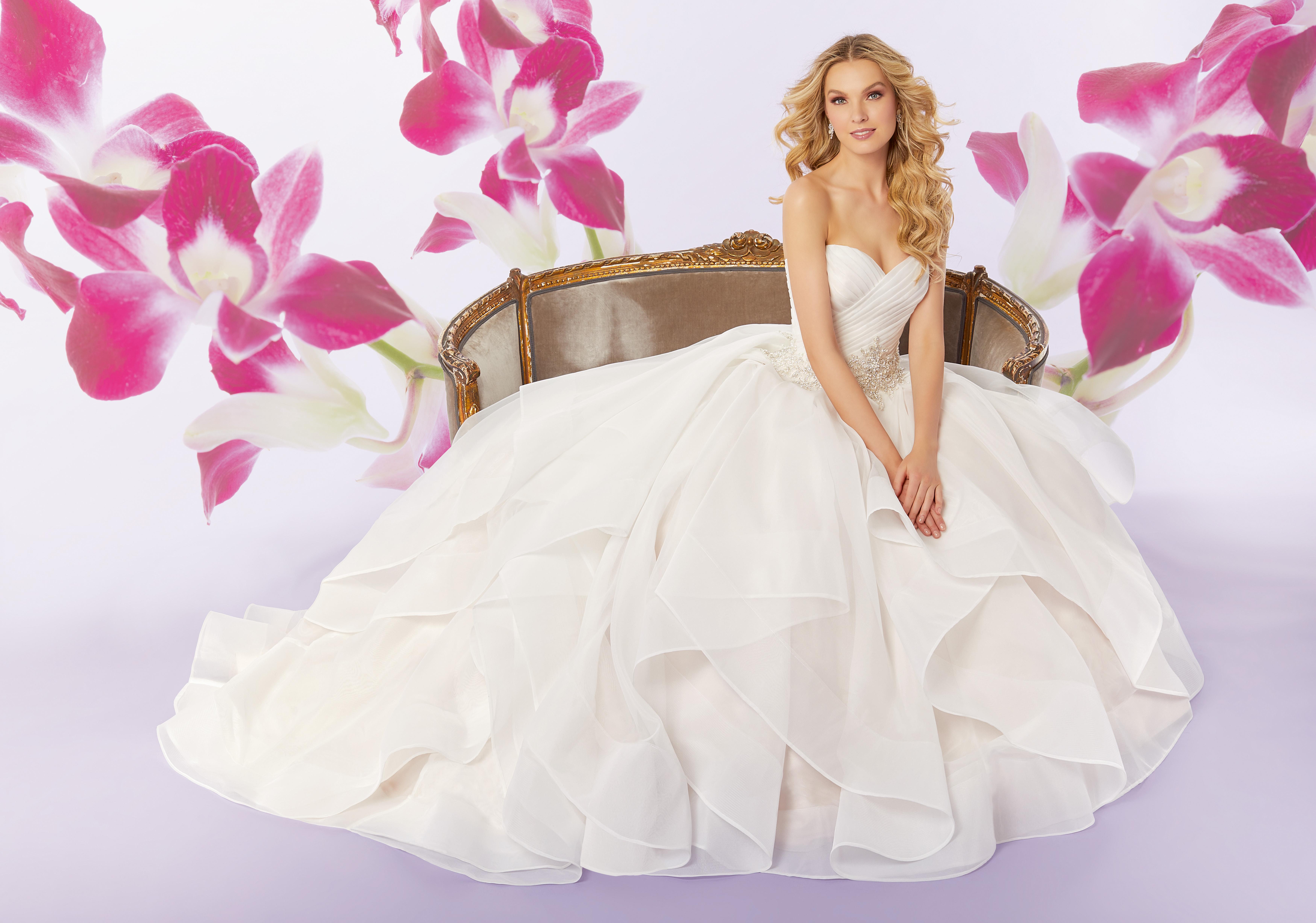 Sofia Blanca en av Ronald Joyce brudklännings kollektioner