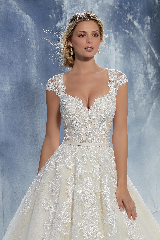 986f3b64975f Brudklänning, bröllopsklänning, Bröllopskläder. Bröllopsbutik, Sofia  Bianca, Morlilee, Ronald Joyce,