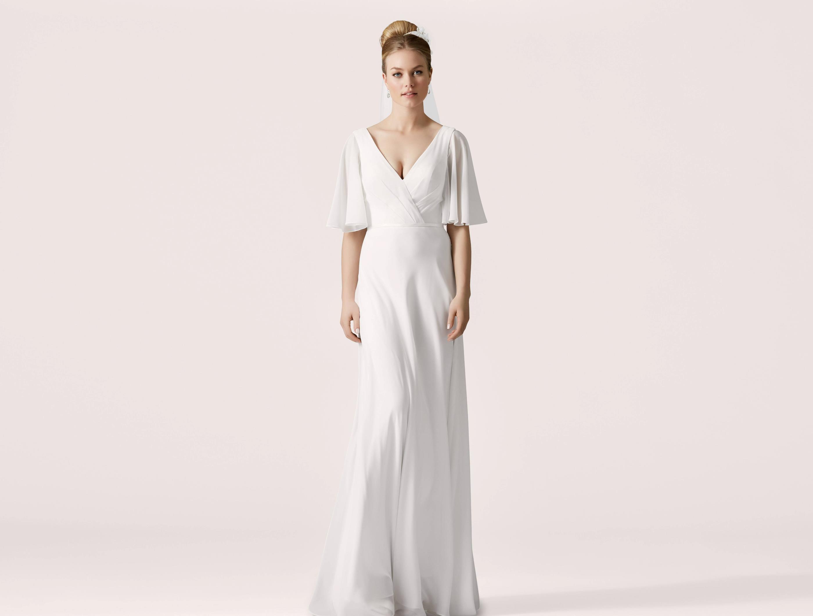 27555c74015c Brudklänning Från Lilly Leveranstid kan variera mellan 1-14 veckor Kontakta  oss gärna om du