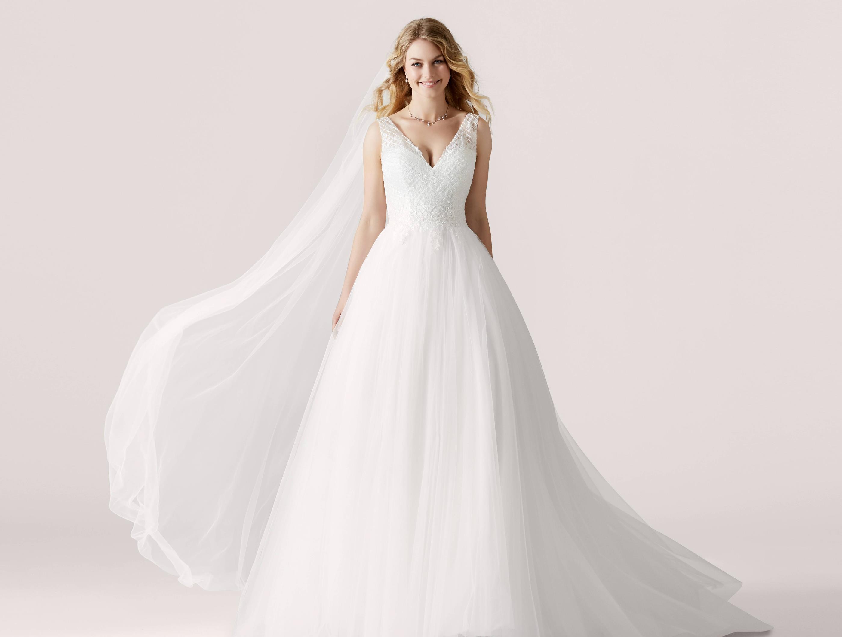 90707f611d08 Brudklänning från Lilly nr 08-3921 - JOLIE BRIDAL