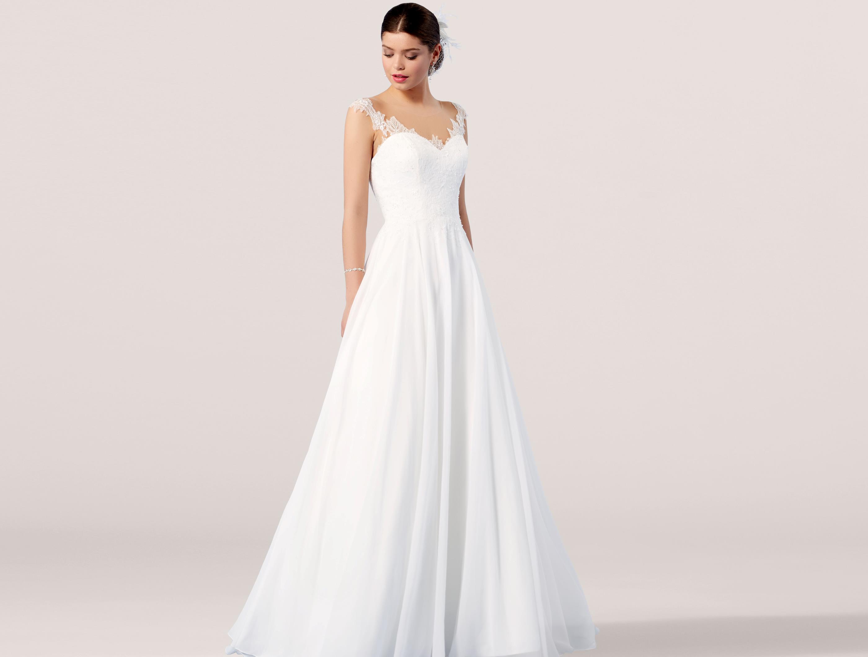 786ae4c78bc2 Brudklänning Från Lilly Leveranstid kan variera mellan 1-14 veckor Kontakta  oss gärna om du