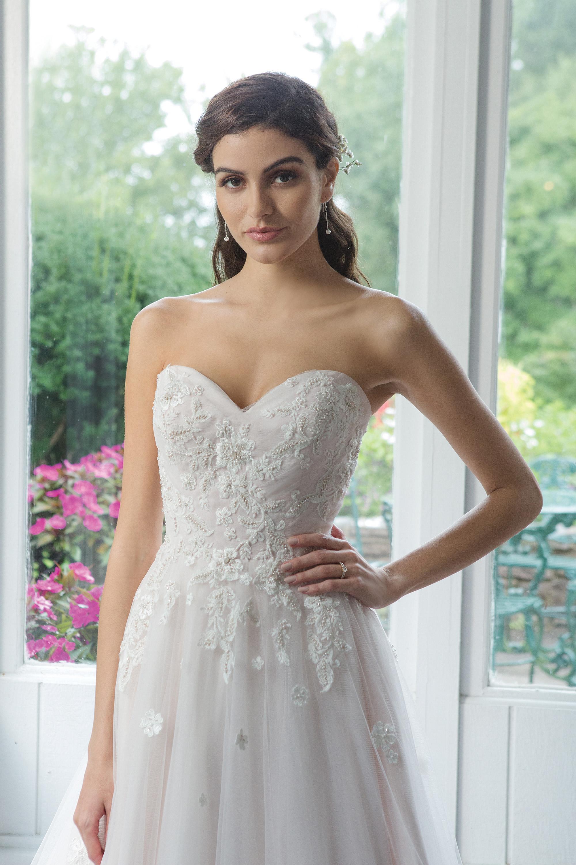 Brudklänning från Sweetheart nr 11094 JOLIE BRIDAL