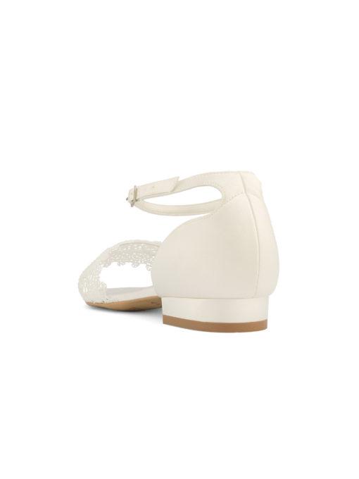Brudsko Bibi • brudsandal • boho spets och satin • låg kilklack • 2.5 cm hög klack • justerbar vristrem • inlägg av mjukt skum för extra komfort • alla skor är designade och tillverkade i EU AVALIA är ett varumärke från Bianco Evento